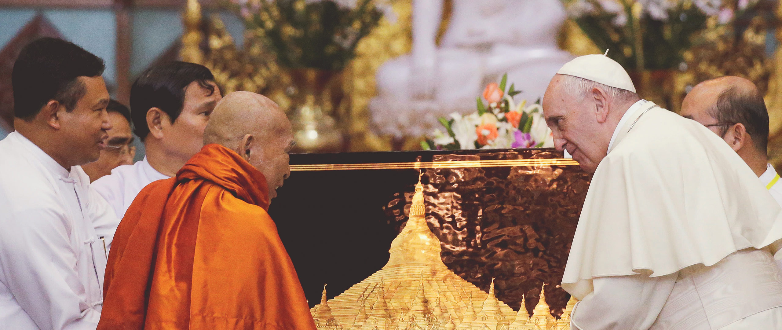 Pope Francis meets Buddhist monks